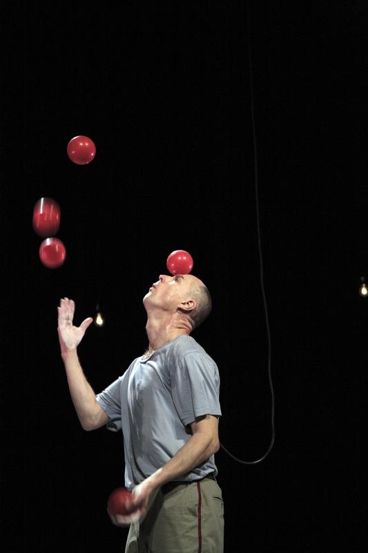 Jongleur sc ne pr ocoup cirque th tre burlesque - Image jongleur cirque ...